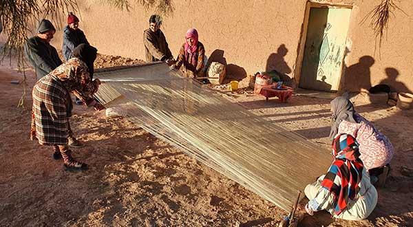 Montage de la chaine du tapis berbère