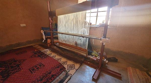 Le métier à tisser le tapis berbère