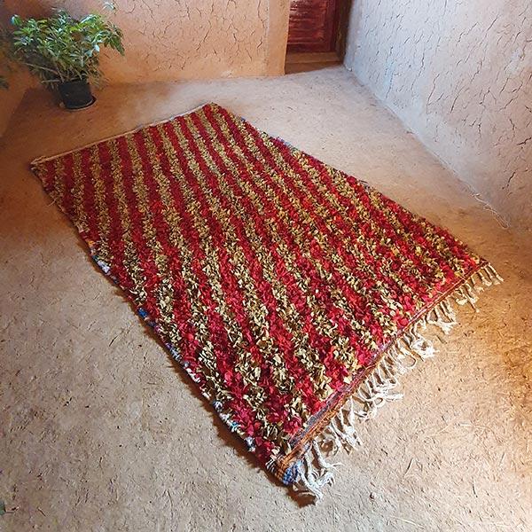 Berberteppich im Boucherouite-Stil